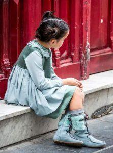 vestido-neo-delantal-verde-agua-y-botas-con-pelo-de-belle-chiara