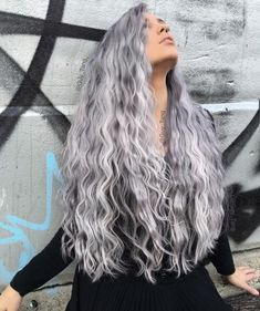51 chic long curly hairstyles: how to style curly hair 51 Chic lange lockige Frisuren: Wie man lockiges Haar style – Neueste frisuren Grey White Hair, Grey Curly Hair, Long Curly, Curly Hair Styles, Emo Hair, Long Silver Hair, Long Gray Hair, Pelo Color Plata, Silver Haired Beauties