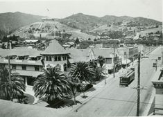 Corner of Hollywood Blvd & Highland Ave and the Hollywood Hotel, 1915 Hollywood Hotel, Hollywood Boulevard, Golden Age Of Hollywood, Vintage Hollywood, Classic Hollywood, Hollywood Hills, California History, Vintage California, Southern California