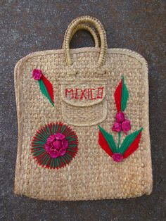 70s Mexican Straw Raffia Bag // Vintage by YearsSinceYesterday