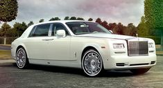 If you are finding these characteristics, then immediately call to the Splendid Chauffeurs Car Hire. This company has been offering the best transfer services at the rates that you can easily afford. Enlist this service provider and enjoy your transfers.