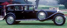 Bugatti Type 41 Royale, 1933 by Park Ward. Before they were taken over by Rolls Royce, Park Ward built this one-off Bugatti Royale Type 41 Royale Royale Ward Carsthatnevermadeitetc Vintage Cars, Antique Cars, Bugatti Royale, Rolls Royce, Yachts, 1930s, Trains, Classic Cars, Automobile