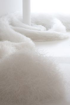 White. ...réépinglé par Maurie Daboux ♬♩♬♩