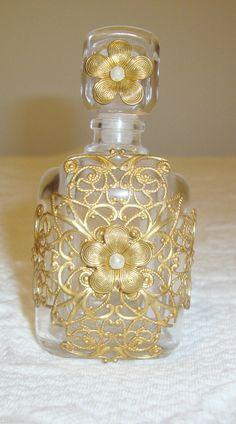 Vintage Crystal Perfume Bottle Made IN France Very Pretty   eBay Crystal Perfume Bottles, Perfume Atomizer, Antique Perfume Bottles, Vintage Bottles, Perfumes Vintage, Vases, Beautiful Perfume, Bottle Art, France