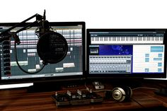 How to record better quality audio for online video and online courses. What equipment do you need to get quality audio on a budget? Microphone Images, Yeti Microphone, Recording Studio Microphone, Blue Microphones, Computer Photo, Blue Yeti, Tv Accessories, Smart Robot, Ska