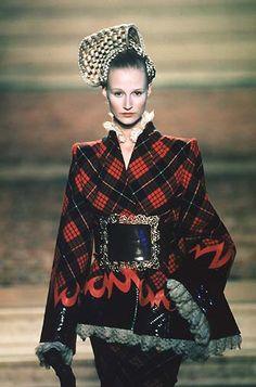 1997-98 - Mc Queen 4 Givenchy Couture show - Esther de Jong