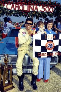 She was the wife of Richard and the matriarch of Petty Enterprises. And one chance meeting with Lynda Petty in the summer of 2008 produced a memory of a lifetime, writes Ryan McGee. Richard Petty, King Richard, Nascar Winner, Kyle Petty, Nascar Champions, Nascar Race Cars, Look Retro, Football Memes, Vintage Racing