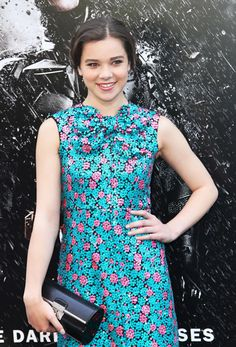 Hailee Steinfeld in RE13 with the Marc Jacobs Plexy Clutch