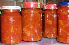 Vše smíchat dohromady, směs vařit 25 minut a dalších 10 minut ještě sterilovat ve sklenicích. Používá se buď jako studená příloha nebo se přidává... Preserves, Pesto, Salsa, Garlic, Smoothie, Cooking Recipes, Jar, Homemade, Canning