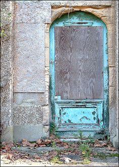 Blue Door by Lincolnian (Brian), via Flickr