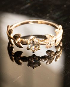 Crystal Engagement Rings, Dream Engagement Rings, Floral Engagement Ring, Cute Rings, Pretty Rings, Pretty Wedding Rings, Unusual Wedding Rings, Flower Wedding Rings, Unconventional Engagement Rings