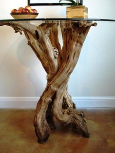 table base made from a grapevine! Glass Top Dining Table, Wood Table, Log Furniture, Furniture Design, Tree Trunk Table, Driftwood Projects, Wood Design, Decoration, Wood Art