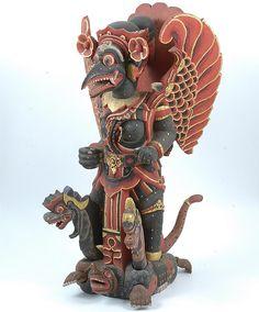 Gepolychromeerd houten beeld van Garoeda, staande op een door twee gekroonde slangen omstrengelde schildpad. Indonesisch, Bali   Verv.jaar: 1938  Beschilderd van bladgoud voorzien hout 98,5 x 57 cm (38 3/4 x 22 7/16in.)