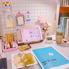 Desk Inspiration, Desk Inspo, Kawaii Bedroom, Study Break, Study Room Decor, Study Organization, Study Space, Aesthetic Room Decor, Study Motivation