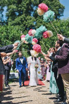 Detailverliebte Sommerhochzeit von Nancy Ebert #pompoms #ceremony #wedding #hochzeit