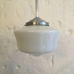 Lustre vintage luminaire abat jour globe en verre opaline blanche diamètre 25 cm... http://www.lanouvelleraffinerie.com/plafonniers-suspensions-lustres/1377-lustre-vintage-luminaire-abat-jour-globe-en-verre-opaline-blanche-diametre-25-cm.html