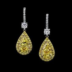 RAPAPORT JEWELRY MAGAZINE sur Instagram: [RapNet Jewelry] This week's selection from @rapnetdiamondtrading is this stunning pair of platinum and 18-karat yellow gold drop earrings… Seattle Art, Bold And The Beautiful, Gold Drop Earrings, Pear Shaped, Colored Diamonds, Fancy, Jewels, Yellow, Instagram Posts