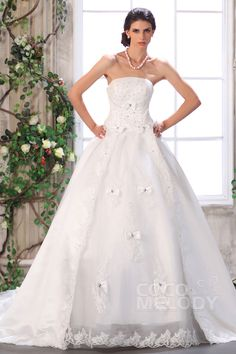 Glamour Ball Gown Strapless Chapel Train Organza Wedding Dress CWUT13002#Cocomelody#weddingdresses#bridalgown#