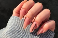 Shared by Mané. Find images and videos about nails on We Heart It - the app to get lost in what you love. Edgy Nails, Chic Nails, Grunge Nails, Glam Nails, Stylish Nails, Halloween Acrylic Nails, Summer Acrylic Nails, Best Acrylic Nails, Almond Acrylic Nails