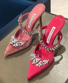 Sneaker Heels, Shoes Sneakers, Shoes Heels, Aesthetic Shoes, Cute Heels, Hype Shoes, Looks Chic, Designer Heels, Mode Vintage