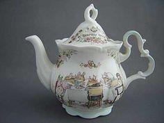 Brambly Hedge by Jill Barklem. Royal Doulton English Tails teapot (English tales)