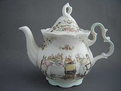 Brambly Hedge by Jill Barklem. Royal Doulton English Tails teapot (English tales)