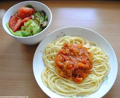 Tanja Bao English: Breakfast, Lunch and Dinner vol.2. Spaghetti with homemade tomato sauce. Mixed salad