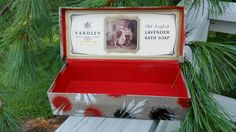 Check out this item in my Etsy shop https://www.etsy.com/listing/244216911/vintage-yardley-of-london-old-english