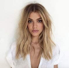 Hair coloring: 29 looks with trendy bronde hair 2017 in photos - Coloration cheveux : 29 looks avec les cheveux bronde tendances 2017 en photos Hair coloring: 29 looks with trendy bronde hair 2017 in photos Bronde Hair, Balayage Hair, Natural Blonde Balayage, Dark Blonde Hair Color, Icy Blonde, Warm Blonde Hair, Blonde Ends, Blonde Brunette, Blonde Hair With Brown Roots