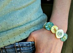How to Make Beautiful Button Bracelets | DIY Home Sweet Home