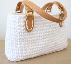 Handbag Pattern Easy Super Chunky Crochet pattern for Beginners by Hott Knots