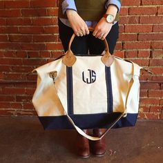 "The perfect, classic travel bag! Made of high quality canvas, zip closure, 1 inner zip pocket & 2 inner standard pockets, 15"" leather handle. Size: 15""H X 28""W X 10""D"