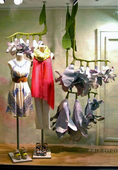 Anthropologie window display in Chelsea Market New York Fashion Window Display, Fashion Displays, Window Display Design, Store Window Displays, Retail Displays, Visual Merchandising, Anthropologie Display, Flower Window, Visual Display