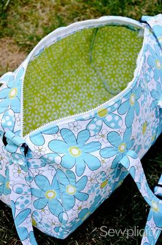 The Sewplicity Quilted Duffle Bag | http://sewplicity.com/2012/07/tutorial-quilted-duffle-bag/