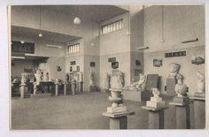 """15 Şubat 1927 yılında, İzmir Eski Eserler (arkeoloji) Müzesi Aya Vukla (Gözlü) Kilisesi'nde açıldı. Daha sonra 1951 yılında Kültürpark'ta bulunan ve müze haline dönüştürülen """"Milli Eğitim Pavyonu""""'na taşındı. İzmir ve çevresindeki antik kentlerden çok sayıda eserin müzeye getirilmesinden dolayı yeni bir binaya ihtiyaç duyulması üzerine Konak'ta Bahribaba Parkı içinde bulunan yeni müze binası 1984 yılında hizmete girdi."""