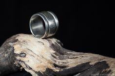 Zilveren, gladde draairing | Silver, smooth looping ring Handmade Jewellery, Contemporary Jewellery, Rings For Men, Smooth, Silver, Jewelry, Handmade Jewelry, Men Rings, Jewlery