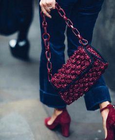 Marvelous Crochet A Shell Stitch Purse Bag Ideas. Wonderful Crochet A Shell Stitch Purse Bag Ideas. Crochet Clutch, Crochet Handbags, Crochet Purses, Crochet Bags, Burgundy Bag, Burgundy Shoes, Crochet Shell Stitch, Purse Patterns, Knitted Bags