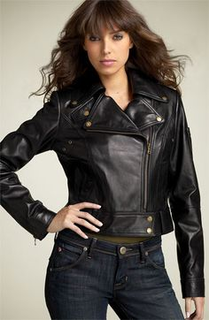 So really that is what my leather jacket lookws like, just a larger size