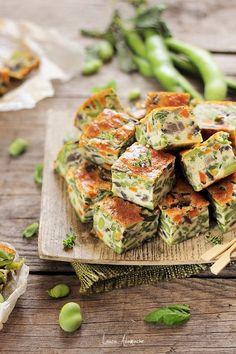 Clafoutis cu legume de sezon. Reteta clafoutis cu bob, morcovi, sparanghel si parmezan. Ingrediente si preparare clafoutis cu legume.