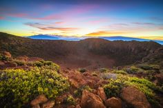 Sunrise over Mauna Kea and Mauna Loa from Hualalai. Big Island Hawaii [OC] [2048 x 1365] #reddit