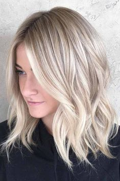 Blonde Balayage Discover 40 Styles with Medium Blonde Hair for Major Inspiration Blonde Wavy Lob With Highlights Medium Hair Styles, Short Hair Styles, Fine Hair Styles For Women, Shoulder Length Blonde, Blonde Hair Looks, Thin Blonde Hair, Blonde Hair Cuts Medium, Winter Blonde Hair, Thin Hair