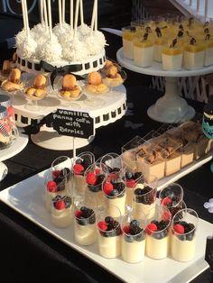 Desserttisch von Sinfully Sweet Mini & # s - - baby kuchen - Dessert Dessert Party, Dessert Cups, Brunch Party, Party Snacks, Dessert Recipes, Brunch Food, Dessert Tables, Mini Desserts, Wedding Desserts