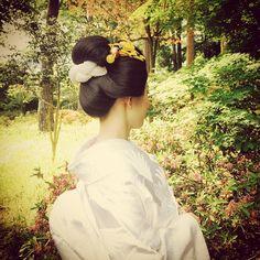 この日の為にと髪を黒に染められたわたしと同じ歳の新婦ちゃん。 自分の髪で結い上げる地髪での新日本髪を 造りました。 #wedding#japanesestyle #kimono #日本髪 #woman #beauty