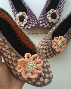 Knit Shoes, Crochet Shoes, Gothic Lolita Fashion, Emo Fashion, Steampunk Shoes, Shoe Refashion, Tulle Poms, Tutu Tutorial, Moda Emo