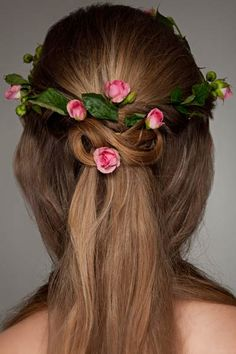 This gorgeous half up half down hairstyles offers surprise and delight from the back. Half up hair is woven into a Celtic knot studded with tiny flowers. The of the hair falls straight down, shiny and sleek. # Braids half up half down celtic knots Wedding Hair Clips, Wedding Hair Down, Wedding Hair Flowers, Flowers In Hair, Tiny Flowers, Down Hairstyles, Straight Hairstyles, Braided Hairstyles, Wedding Hairstyles