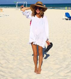 Beach style | white sun dress and hat