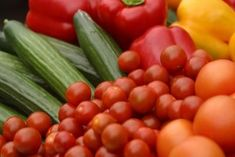How to properly clean your vegetables  1.Add cold water to a large plastic bowl.  2.You can choose to use apple cider: pour in about 3 tablespoons per gallon of water or baking soda: sprinkle about 3 tablespoons to the water.   3.Add your vegetables and soak for 5-10 min. Make sure there's enough water to cover the vegetables.  5.Use a vegetable brush to scrub the dirt from vegetables with skin, such as potatoes, turnips, celery or carrots.  6.After washing, rinse your vegetables.   7…