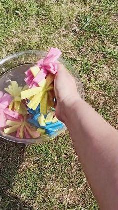 Wasserbomben aus Schwammtüchern selber für Kinder basteln. Einfache Wasserspielidee für den Sommer für draußen und den Kindergeburtstag. Umweltfreundliche Wasserbomben #tutorial #wasserbomben #beschäftigungsidee #anleitung #wasserspiel #sommerspiel #kindergeburtstag #beschäftigungsidee #playathome #playideas #watergames Games For Kids, Diy For Kids, Cool Kids, Activities For Kids, Crafts For Kids, Diy Crafts Videos, Easy Crafts, Diy And Crafts, Ninjago Party