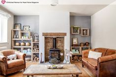 Escape to the Country home of Sarah Wilkie founder of Homebarn. Photographed by Michael Norman 35 Cheap Traditional Decor Style To Work on Today – Escape to the Country home of Sarah Wilkie founder of Homebarn. Photographed by Michael Norman Source Cottage Living Rooms, New Living Room, Home And Living, Country Cottage Living Room, Country Cottage Interiors, Living Room Ideas Tan Sofa, Cozy Living, Cream Leather Sofa Living Room, Living In The Country