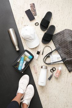 Gym Bag Beauty and Fitness Essentials. Favorite water bottles, post-workout wipes, best sunscreen and most comfortable slides. School Bag Essentials, Workout Essentials, Purse Essentials, Chloe Bag, Beauty Essentials, Deodorant, Bag Women, What In My Bag, Louis Vuitton